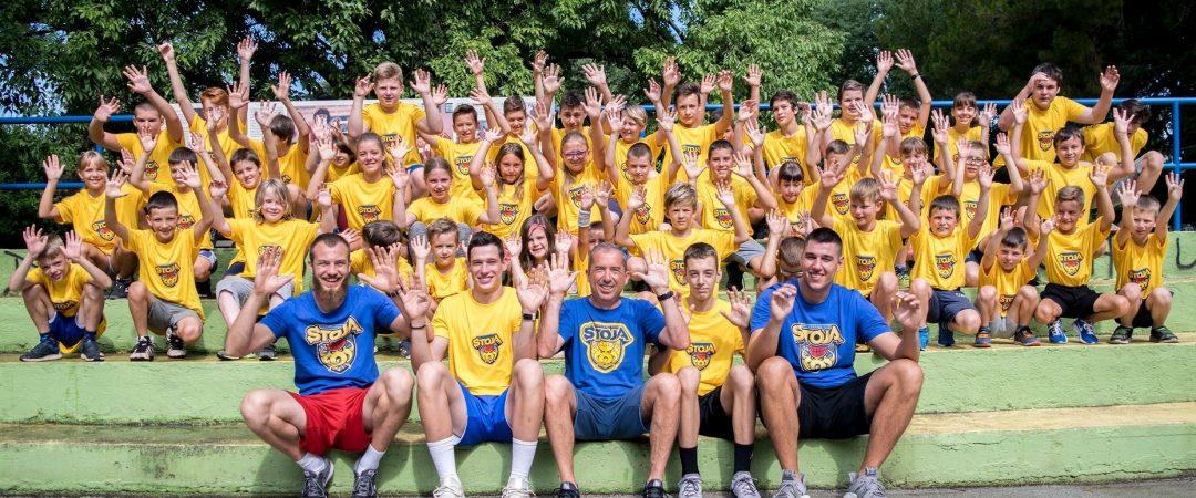 Grupna slika svih polaznika ljetne škole košarke 2020.